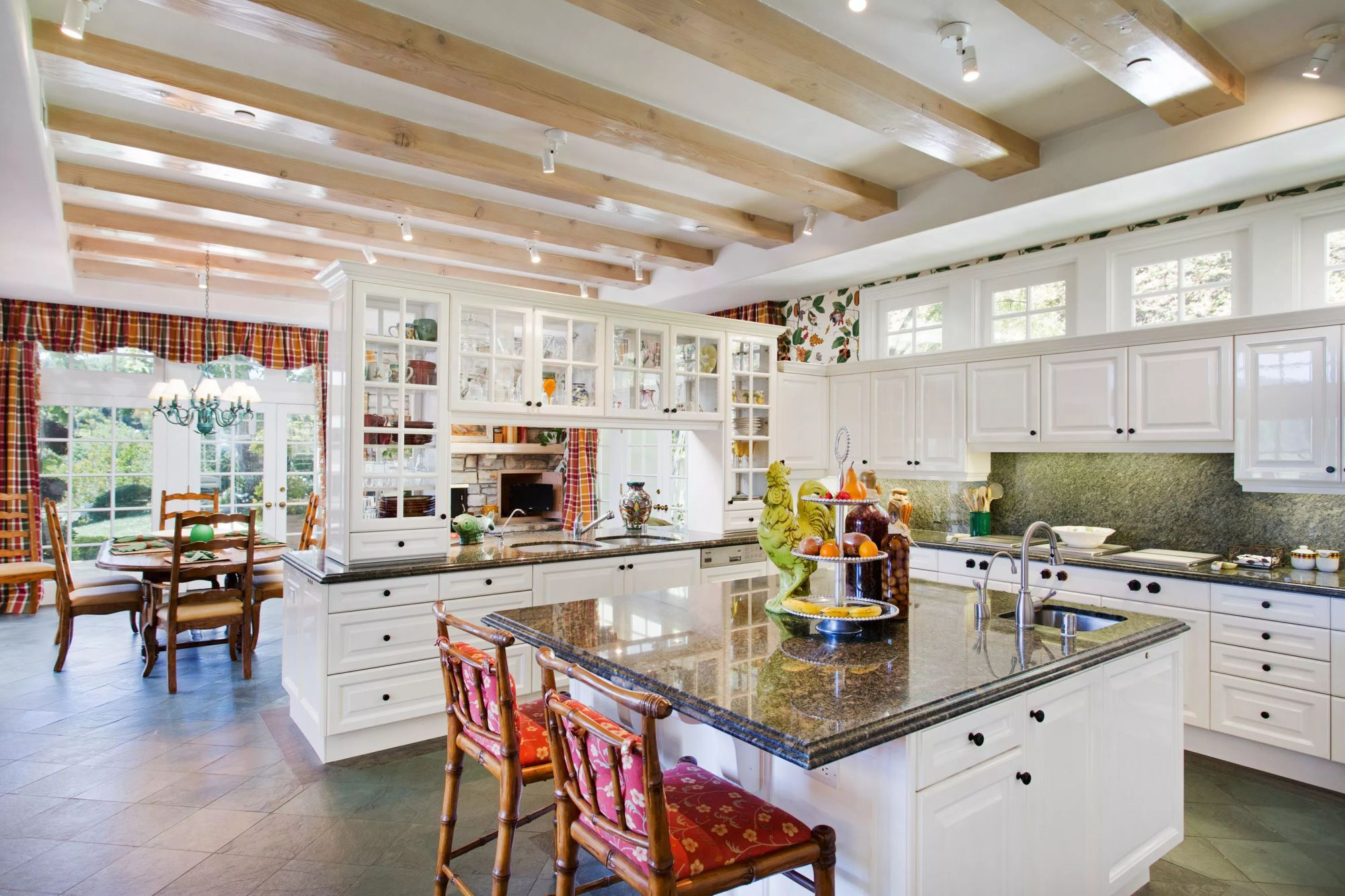 Village home interior design nciergeauctionsauctionslakeviewcanyonroad