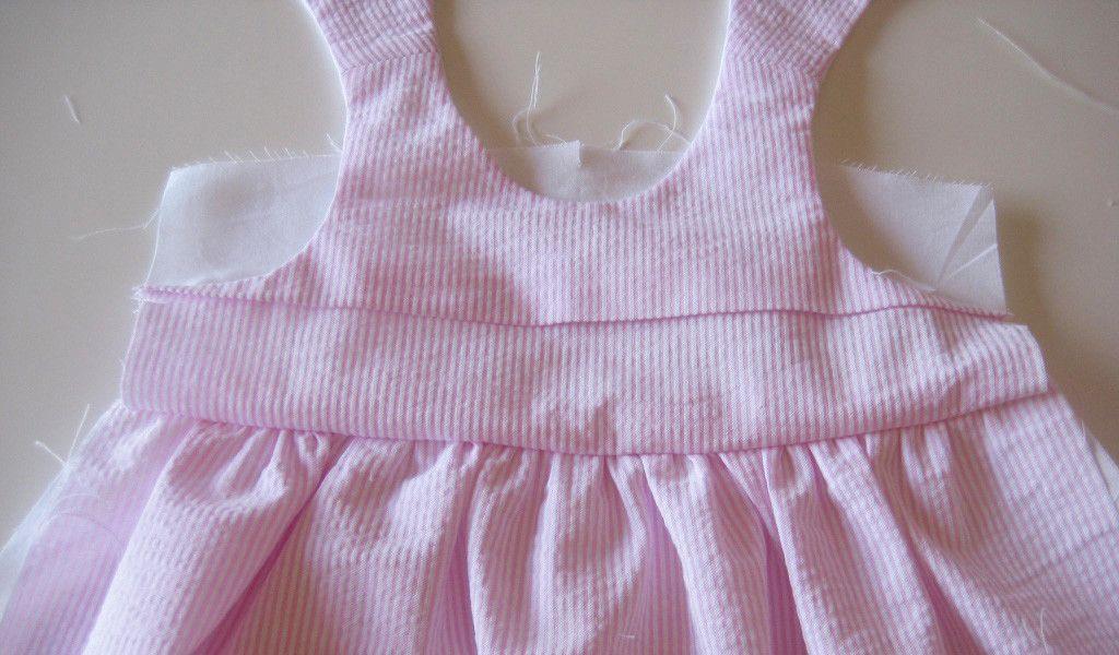 tutorial-como-criar-uma-nervura-horizontal-num-peitilho-de-cueiro-ou-de-vestido