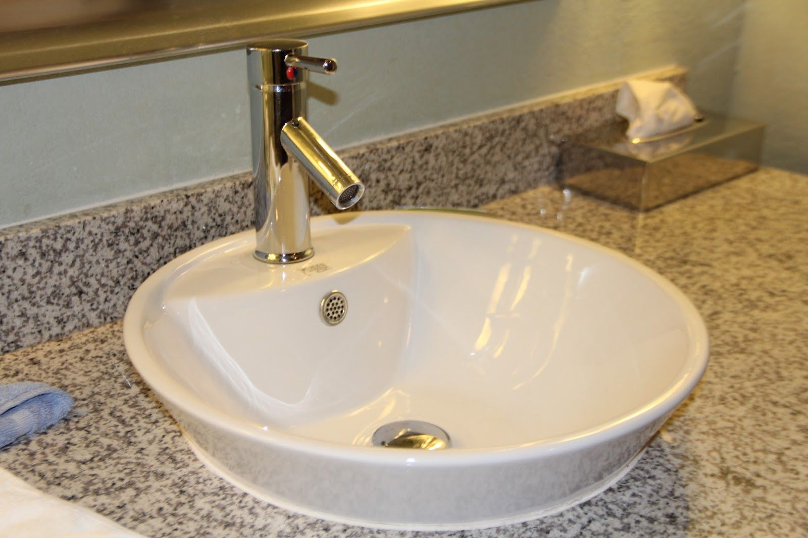 Badezimmer-eitelkeiten mit spiegeln marmor waschbecken bad  mehr auf unserer website  von grohe die