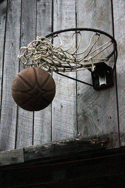 Basketbal, voor iemand anders betekent het misschien een gewone teamsport, maar voor mij had/heeft het een grote rol in mijn leven. Ging elke zaterdag wedstrijd spelen, 3x per week trainen, waardoor we vaak genoeg medailles en bekers hebben gewonnen. Jammer genoeg ben ik nu gestopt bij Green Eagles, omdat ik me focus op school en werk. Maar met vrienden basketbal ik nog wel buiten.