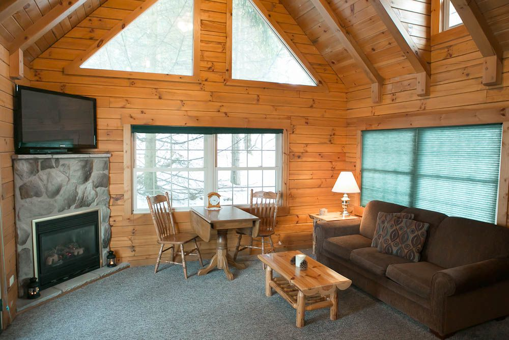 Evergreen B suite. amishcountrylodging Bed and