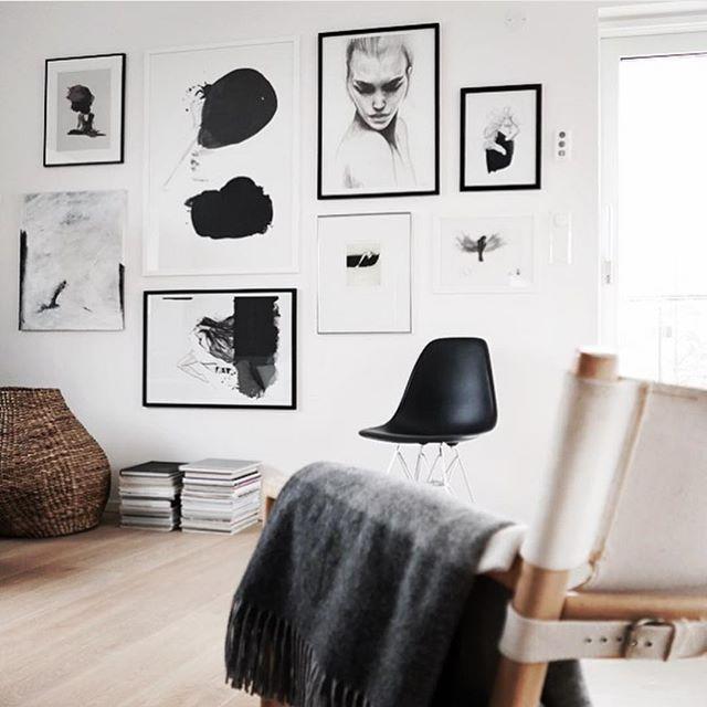 Check this stunning picture wall by @annabylove #onetofollow ❤️ #livingroom#homedecor __________________________________________________________ Anbefaler dere alle å sjekke de fine bildene til kunstneren Anna Jeg har selv et nydelig bilde fra hennes flotte samling #homestyling #beautifulinterior #interiordecor #interior #interiör #lovelysquares #loveit #interiordesign
