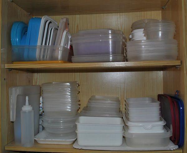 C mo organizar los tupper y recipientes que tienes en los for Organizar armarios cocina