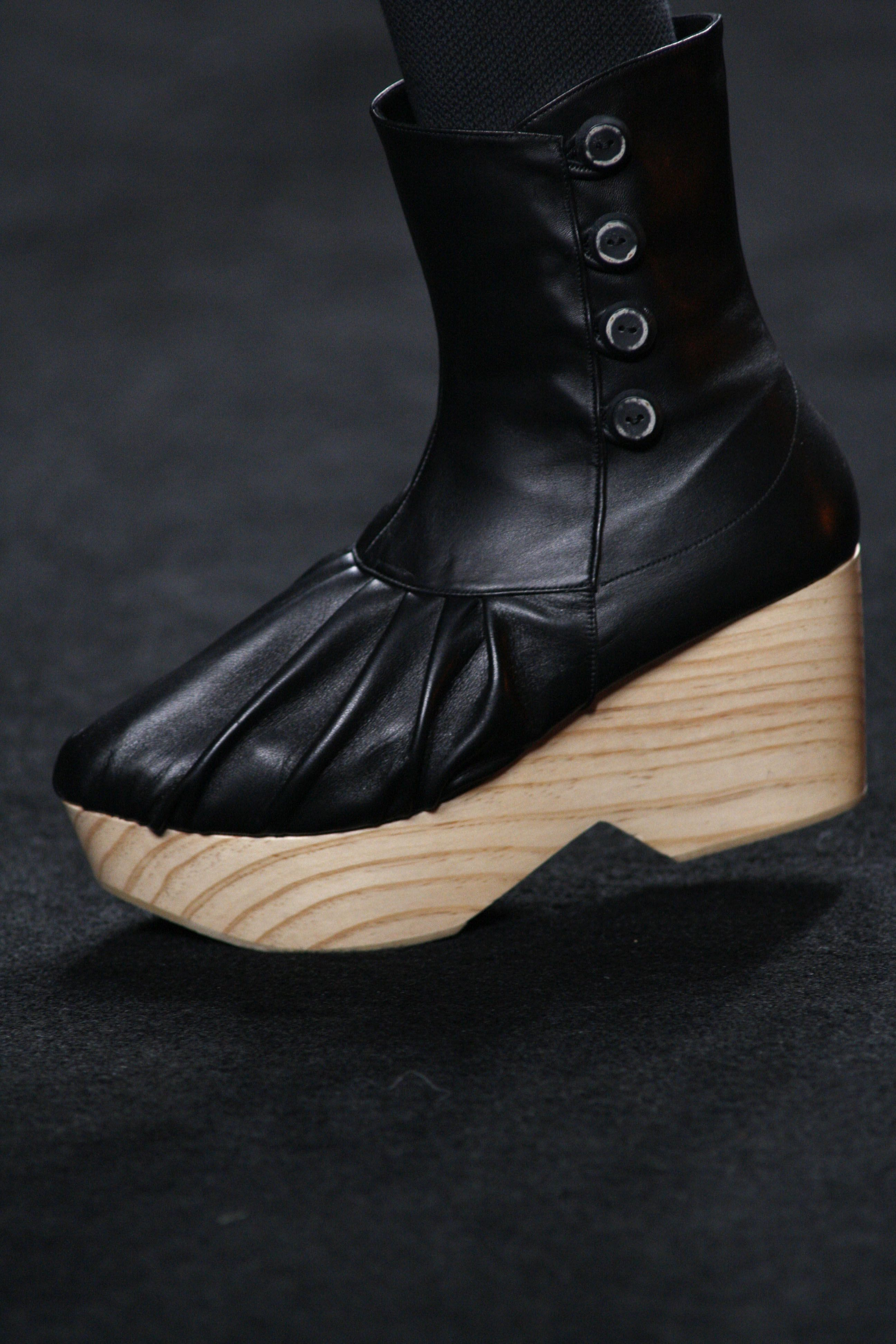 wood and leather flat platform wedges shoes by Miriam Ponsa FW 2012-13