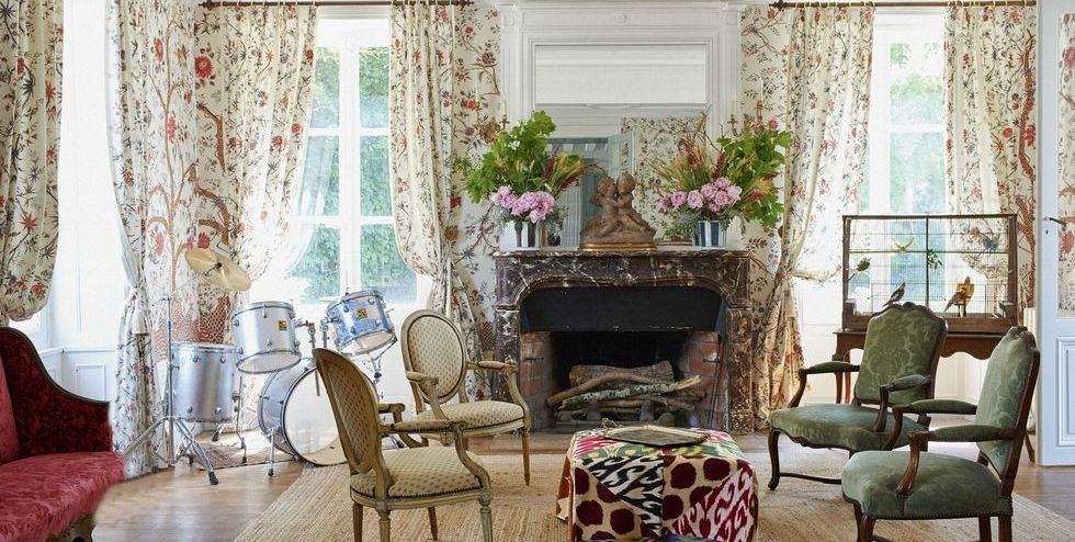 Your Living Room Can Feel Like A Weekend In The French Countryside With This Throwback Style Country Style Living Room French Living Room Design Country Living Room Design A living room in french