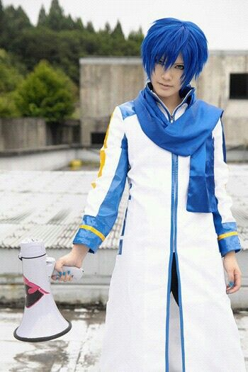 Kaito Shion Cosplay (Touya Hibiki).....and this is actually a girl!