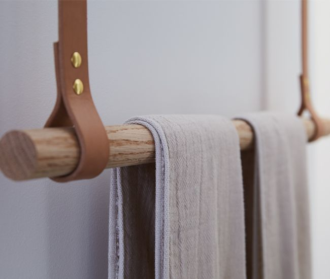 Another ingenious custom flourish an oak dowel towel rack - Appendi asciugamani ikea ...