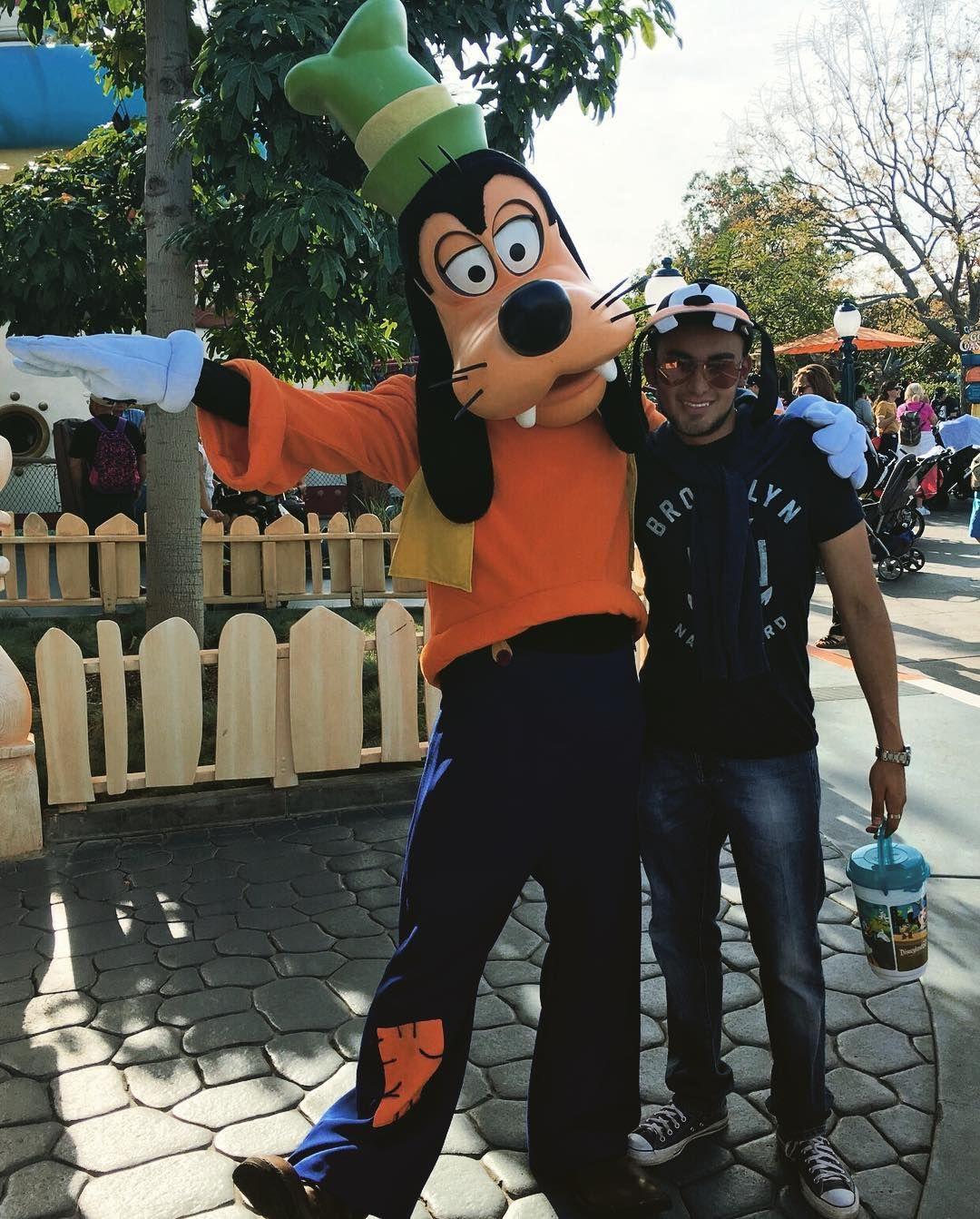 I found my twin brother Goofy!  #Anaheim #California #Disneyland #Disney #DisneyMagic #Goofy #Twins by eduardouriber