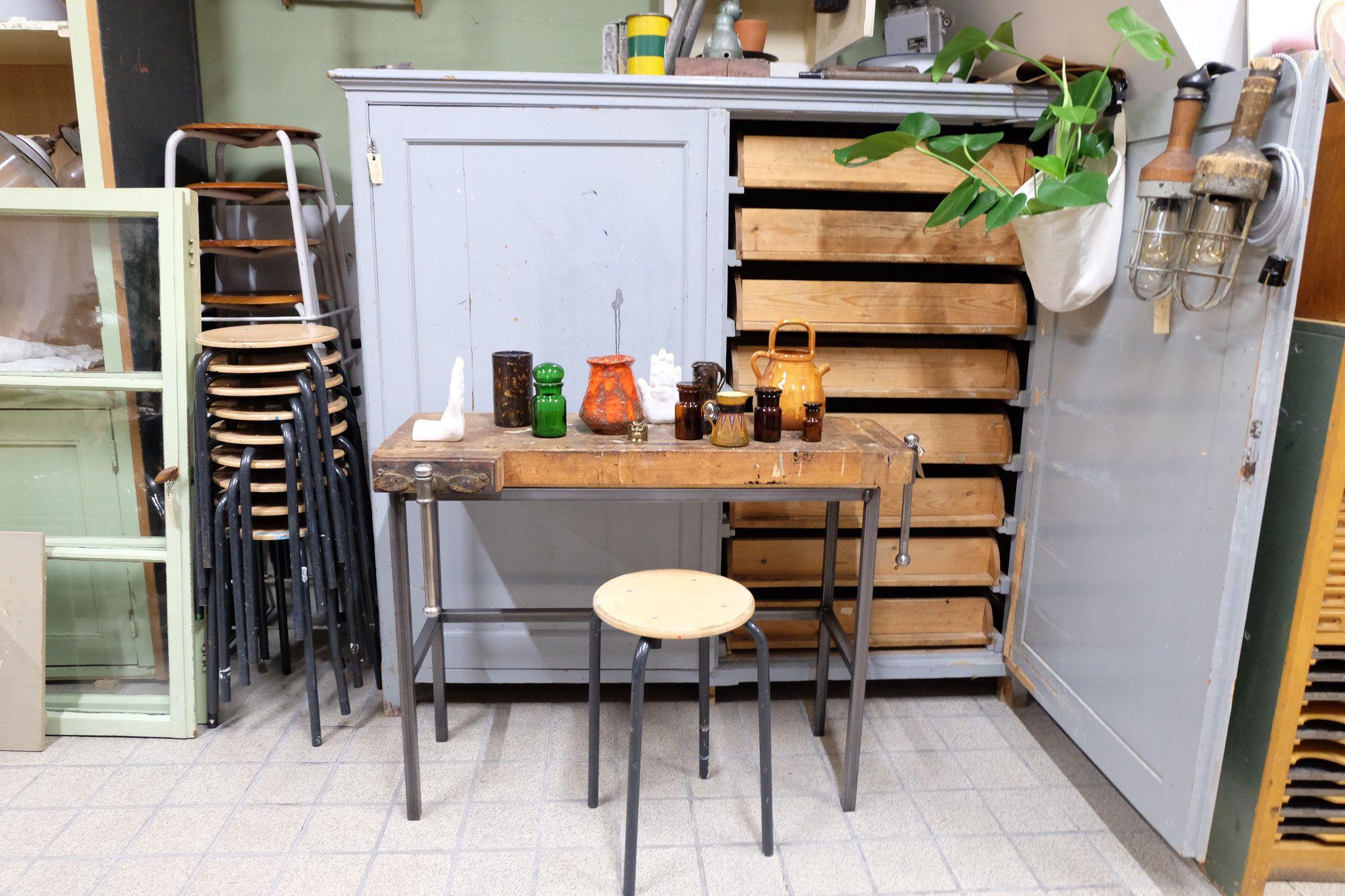 Vintage Meubels Winkel.Vintage Winkel En Webshop Vol Authentiek Industriele En