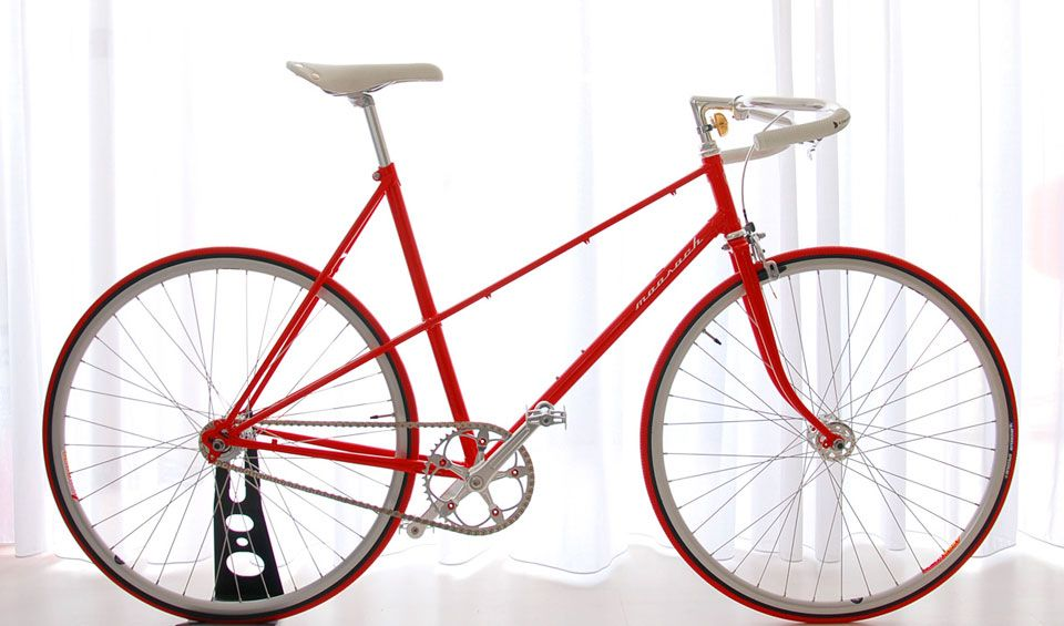 Ballroom Moosach red bikes ladies