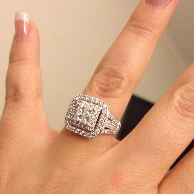 My new ring, now I can plan the wedding officially lol ...