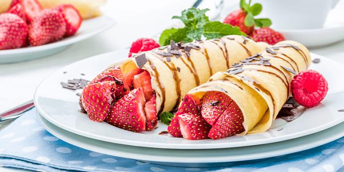 طريقة عمل الكريب الحلو صحيفة البلاد البلاد نيفين عباس نقدم لك طريقة عمل الكريب الحلو بأسبط المكونات للحصول على وجبة حلى Food Network Recipes Food Pancakes