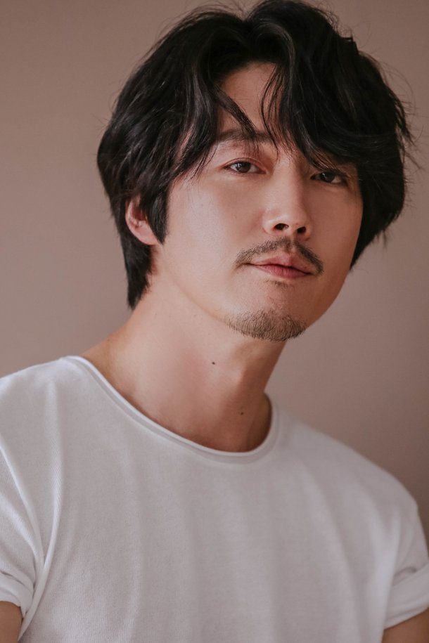 [Interview] 'My Country: The New Age' Jang Hyuk Talks About Portraying Lee Bang-won Twice