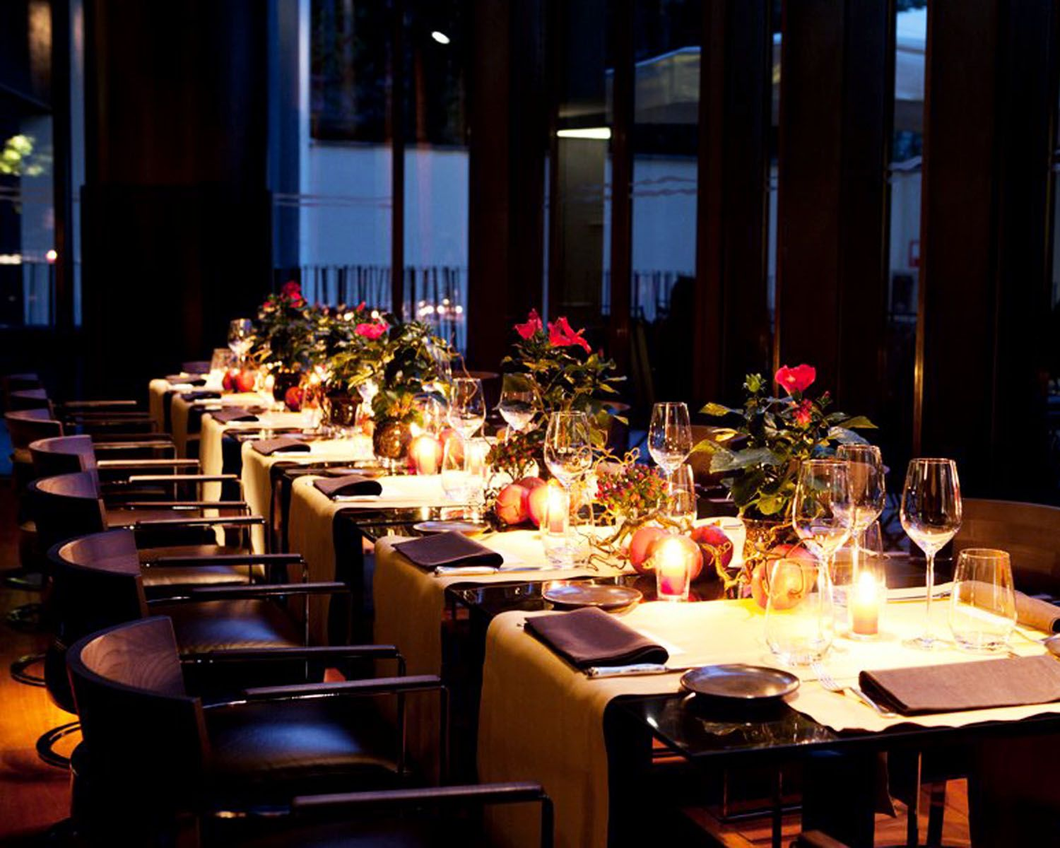 Image gallery luxury dinner for Luxury dinner table