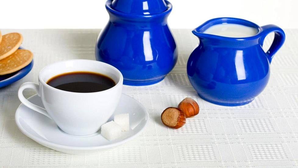 Nyt se on tutkittu: kahvi on terveellistä myös maidolla ja sokerilla