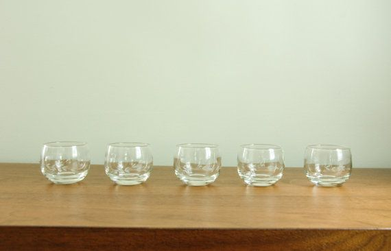 Vintage roly poly glasses with a leaf etching