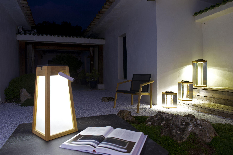 Lanterne D Exterieur Led Rechargeable Solaire De La Collection Tinka Tecka Editee Par Les Jardins Composee Lanterne Solaire Lampe Exterieur Lampes Solaires
