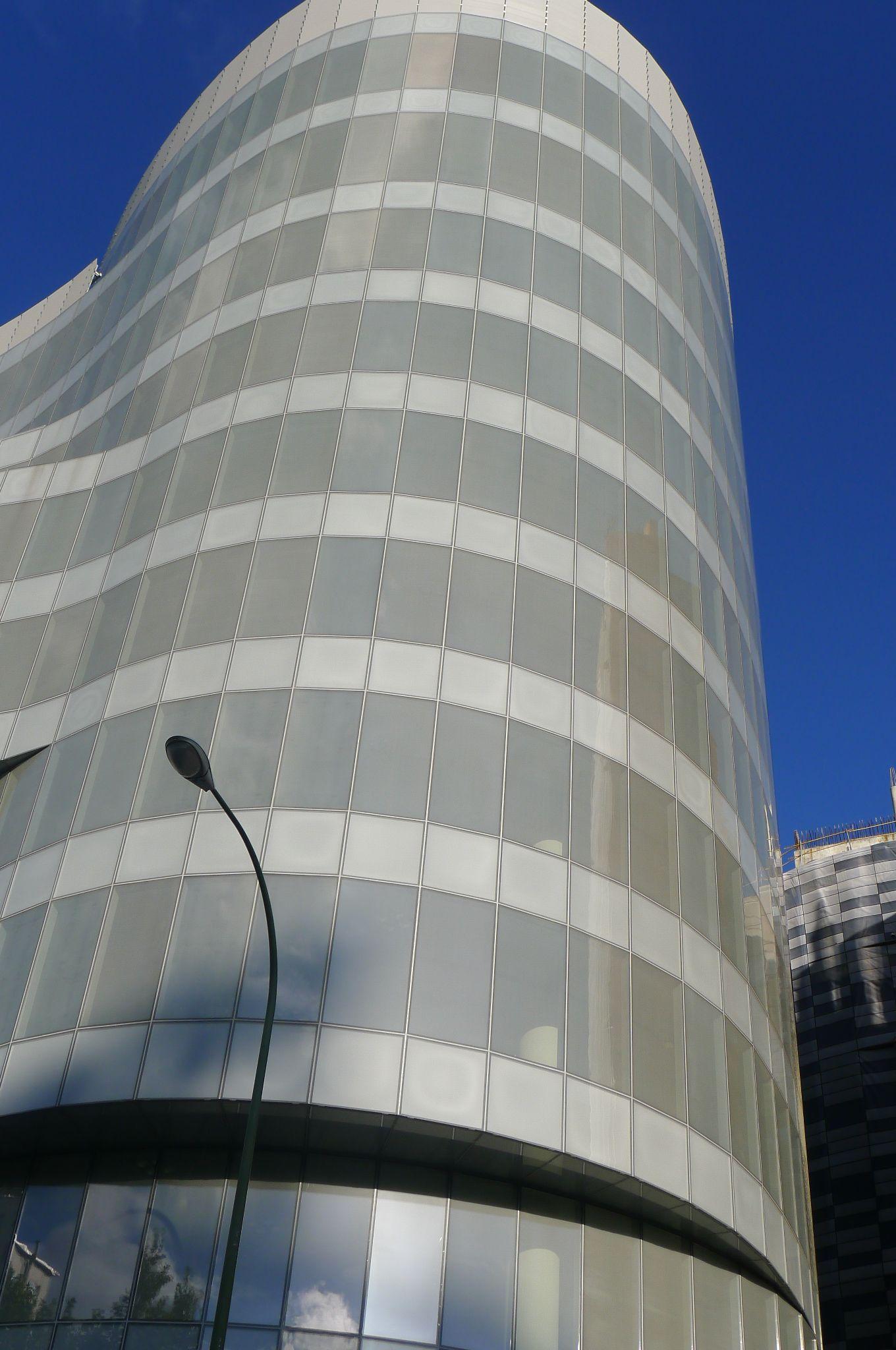 Castellana 200 Detalle Edificios De Oficinas Patio Interior Y