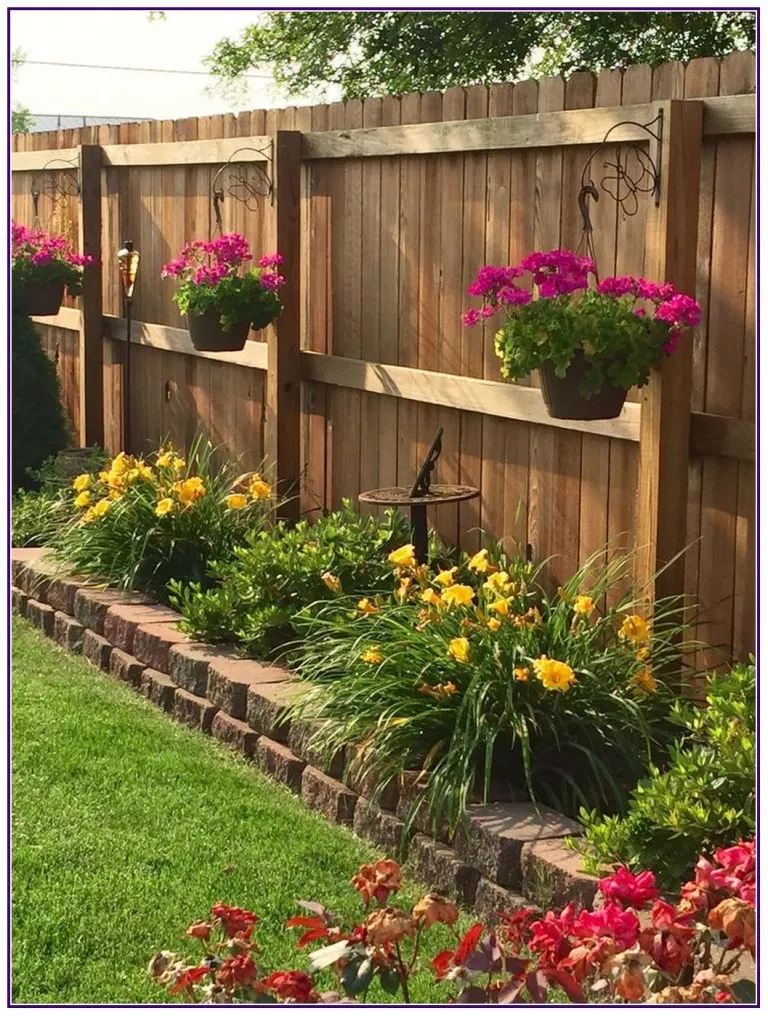 28 Beautiful Border Garden Ideas For Your Landscaping Edging Aux Pays Des Fleu Small Front Yard Landscaping Backyard Garden Design Small Backyard Landscaping