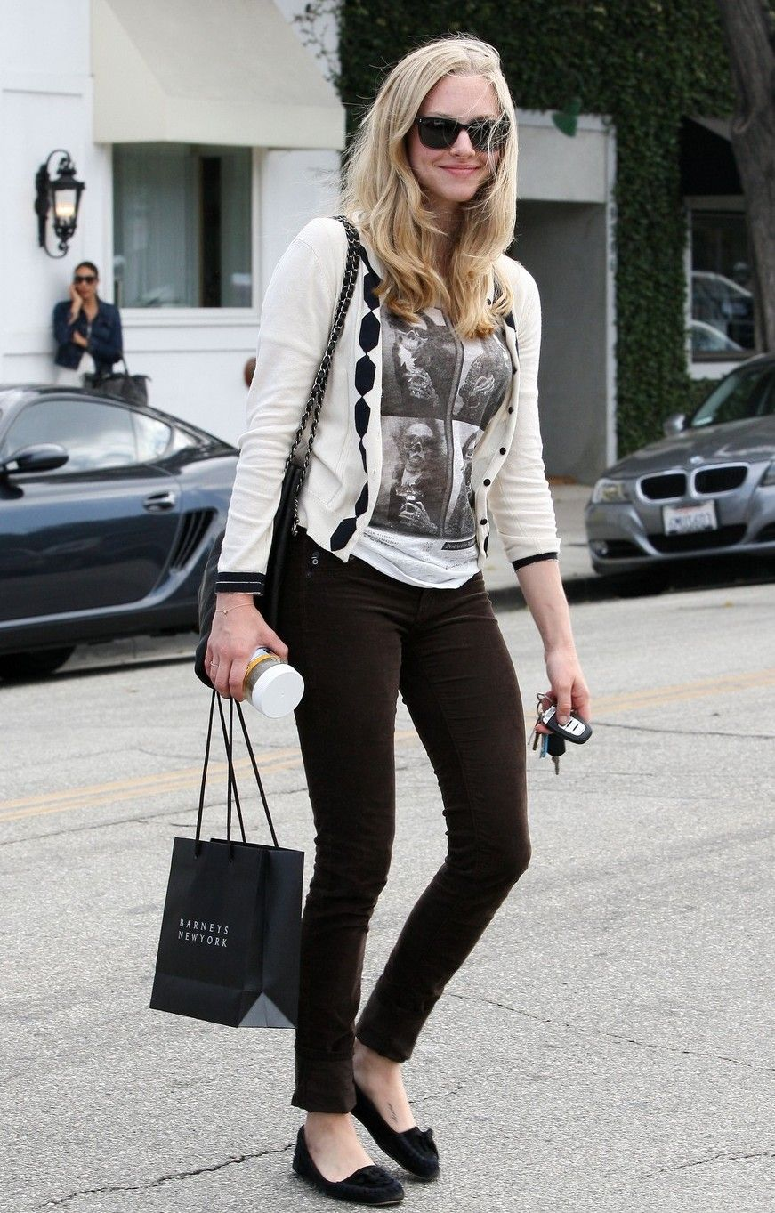 Amanda Seyfried gorg cardi, love the shoes