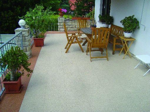 Bodenfliesen aus Marmorkies werten den Außenbereich auf - zubehor fur den outdoor bereich