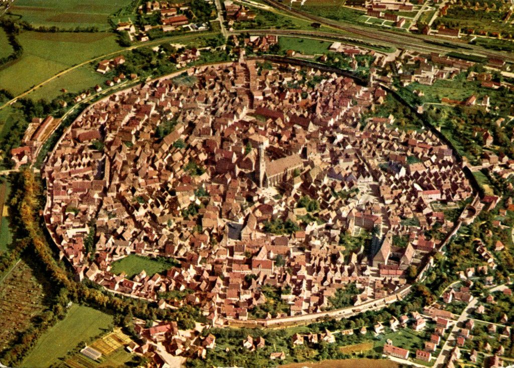 3 Real Places That Resemble Attack On Titan Shingeki No Kyojin Medieval Town Scenery Attack On Titan Aesthetic