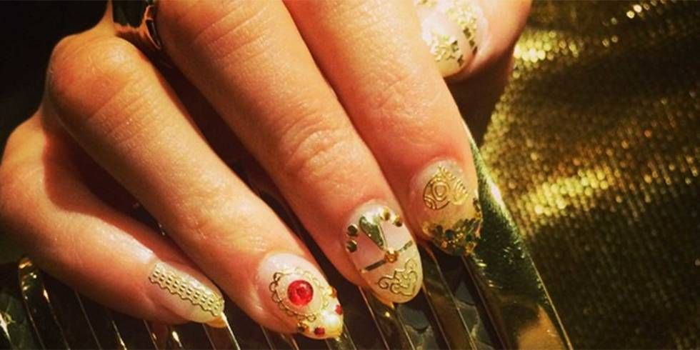 At FN2G we Eliza's gold nail art designs would make for perfect festival nails #fn2g #fingernails2go