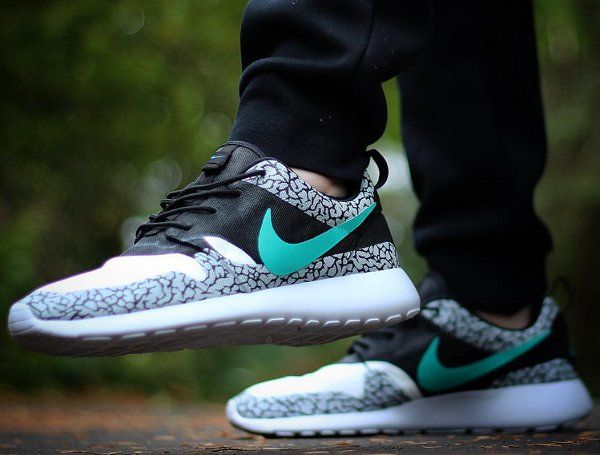 Nike Roshe Run x Air Max 1 'Atmos Elephant Print' post image