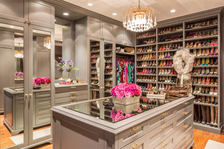 Here Is A Look At Some Lavish Walk In Closets Out Of The 20 Pictured Above Which One Is Your Favorit Dream Closet Design Walk In Closet Design Closet Designs
