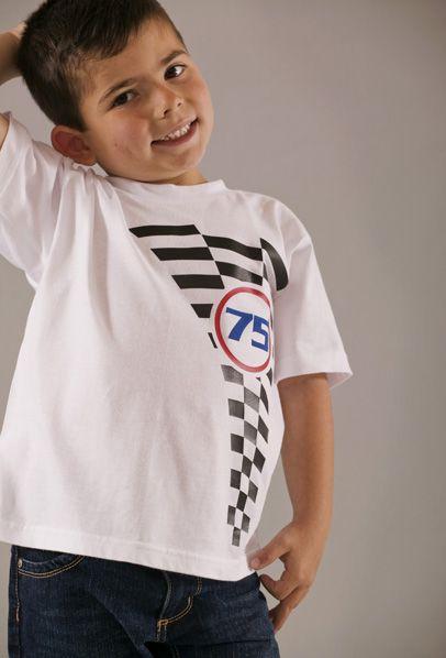 Camiseta de niño de manga corta color blanco con motivo estampado en 3D.