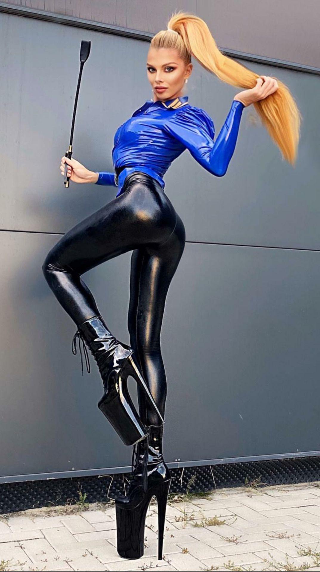 👑Goddess in Boots&Heels 👑 | Heiße outfits, Mädchen stil