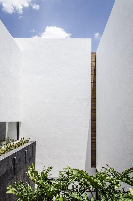 Galeria de casa b g adi arquitectura y dise o interior for Casa quinta minimalista
