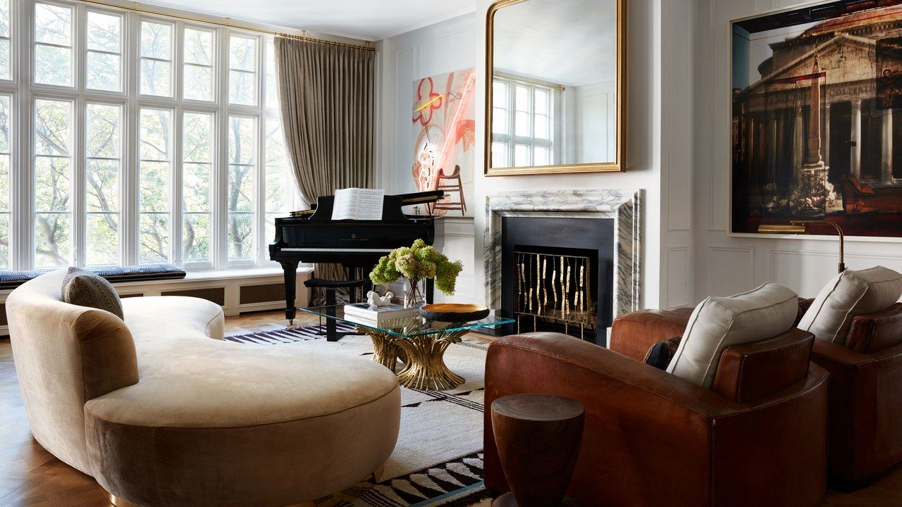 A New York Apartment That Feels More Like A Parisian Pied A Terre New York Apartment Parisian Decor Apartment Living Room