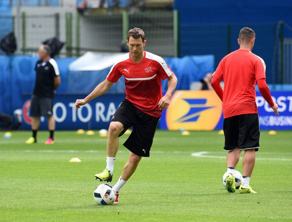 Switzerland's defender Stephan Lichtsteiner attends a training session at Bollaert stadium in Lens on June 10, 2016, ahead of the Euro 2016 football tournament. / AFP / François LO PRESTI