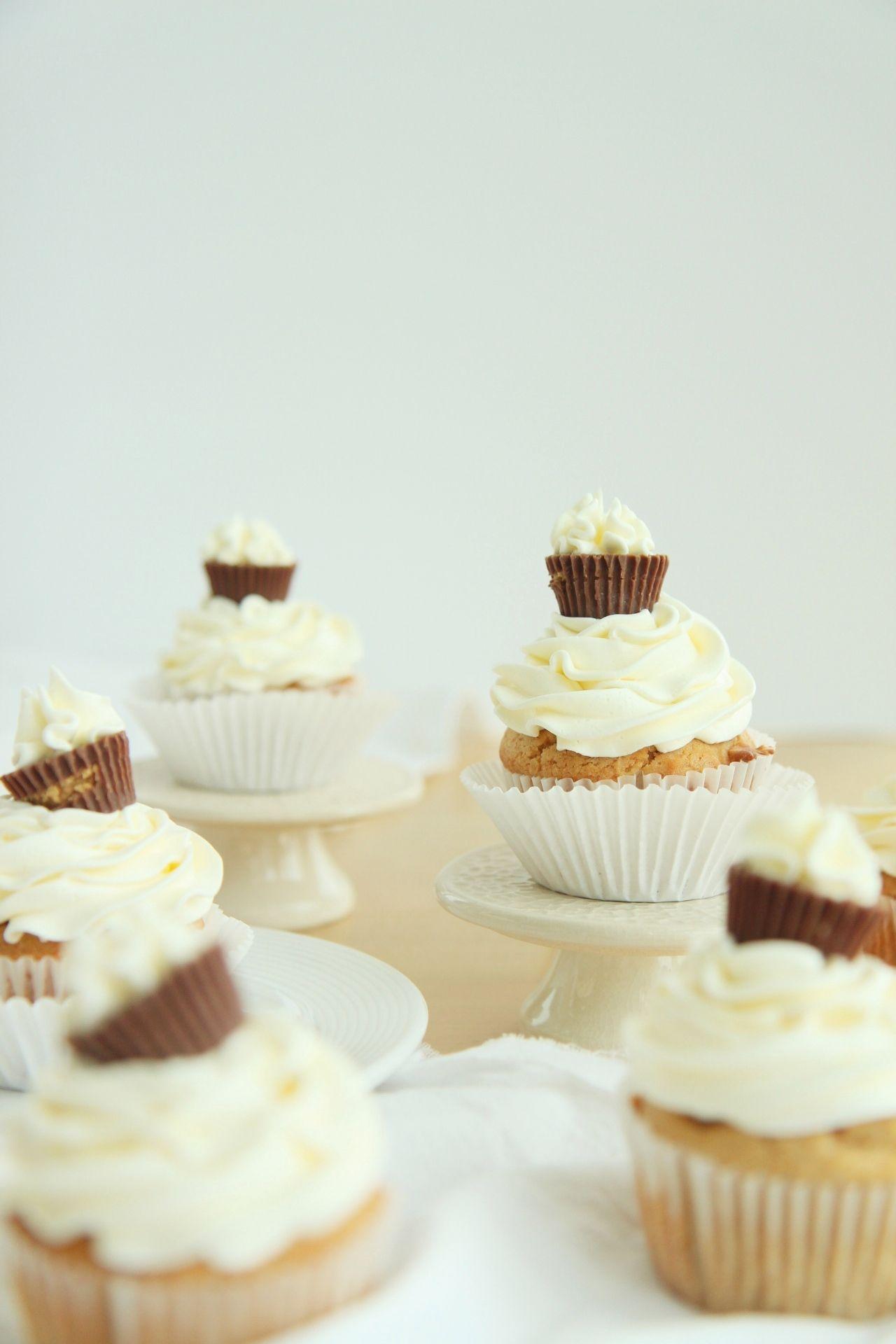 Peanut Butter Me Up Cupcakes - La Pêche Fraîche