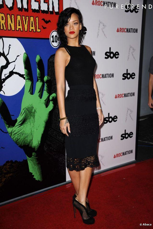 PHOTOS - Rihanna calme le jeu et brille en petite robe noire.   Love ... b125fd5bcd1d
