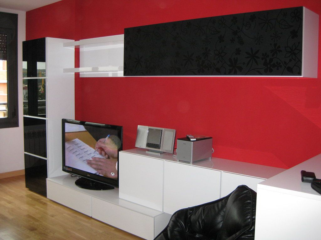Mueble blanco sofa negro paredes 5 decorar tu casa es for Idea interior muebles