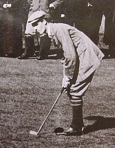 Putting setup old style | golf instruction, vintage golf, golf fashion.