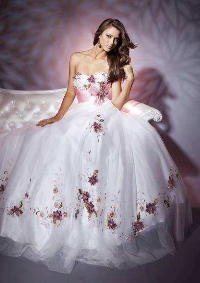 b3838421645 26 Amazing Wedding Dresses