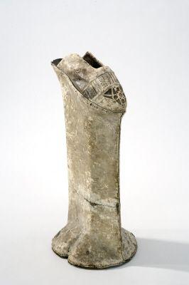 Styltsko för dam, s.k. venetiansk kurtisansko. Datering  1600 cirka