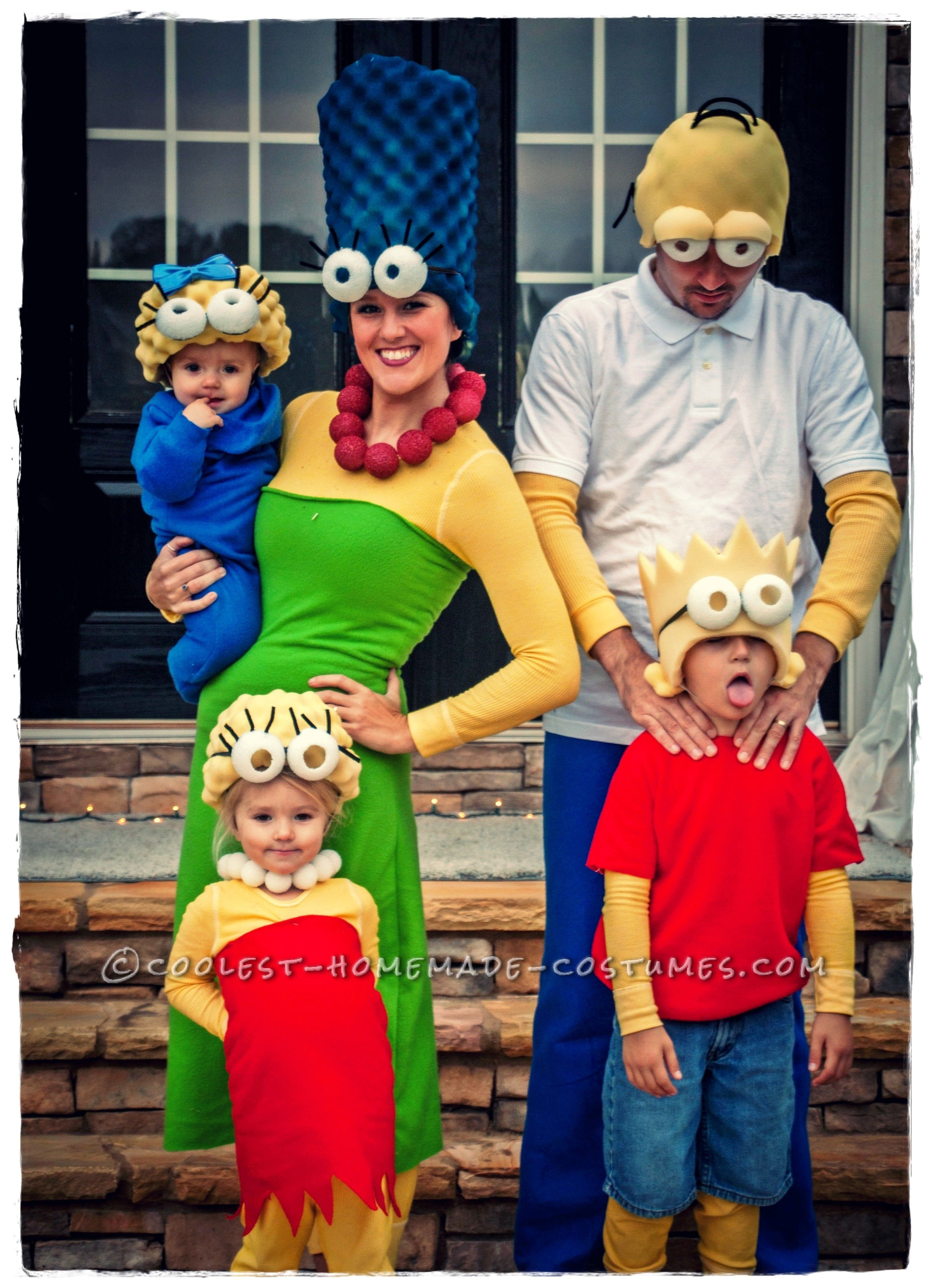 Family Of 4 Halloween Costumes 2019.Coolest Homemade Simpsons Family Costume Costume In 2019