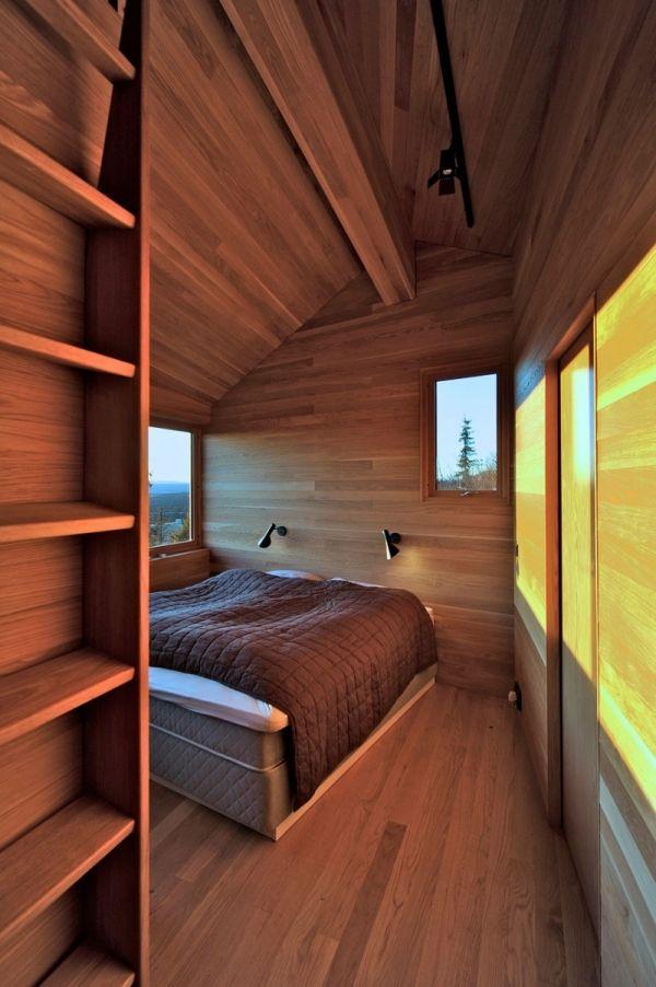 schlafzimmer mit dachschr ge holz ferienh tte eichenholz. Black Bedroom Furniture Sets. Home Design Ideas