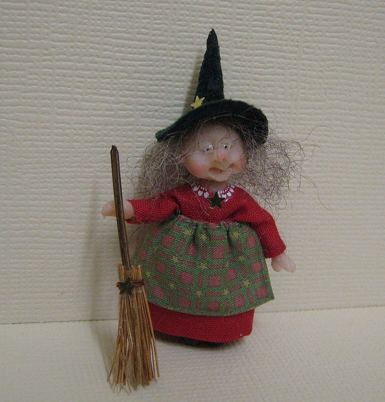 48th Scale Christmas Witch