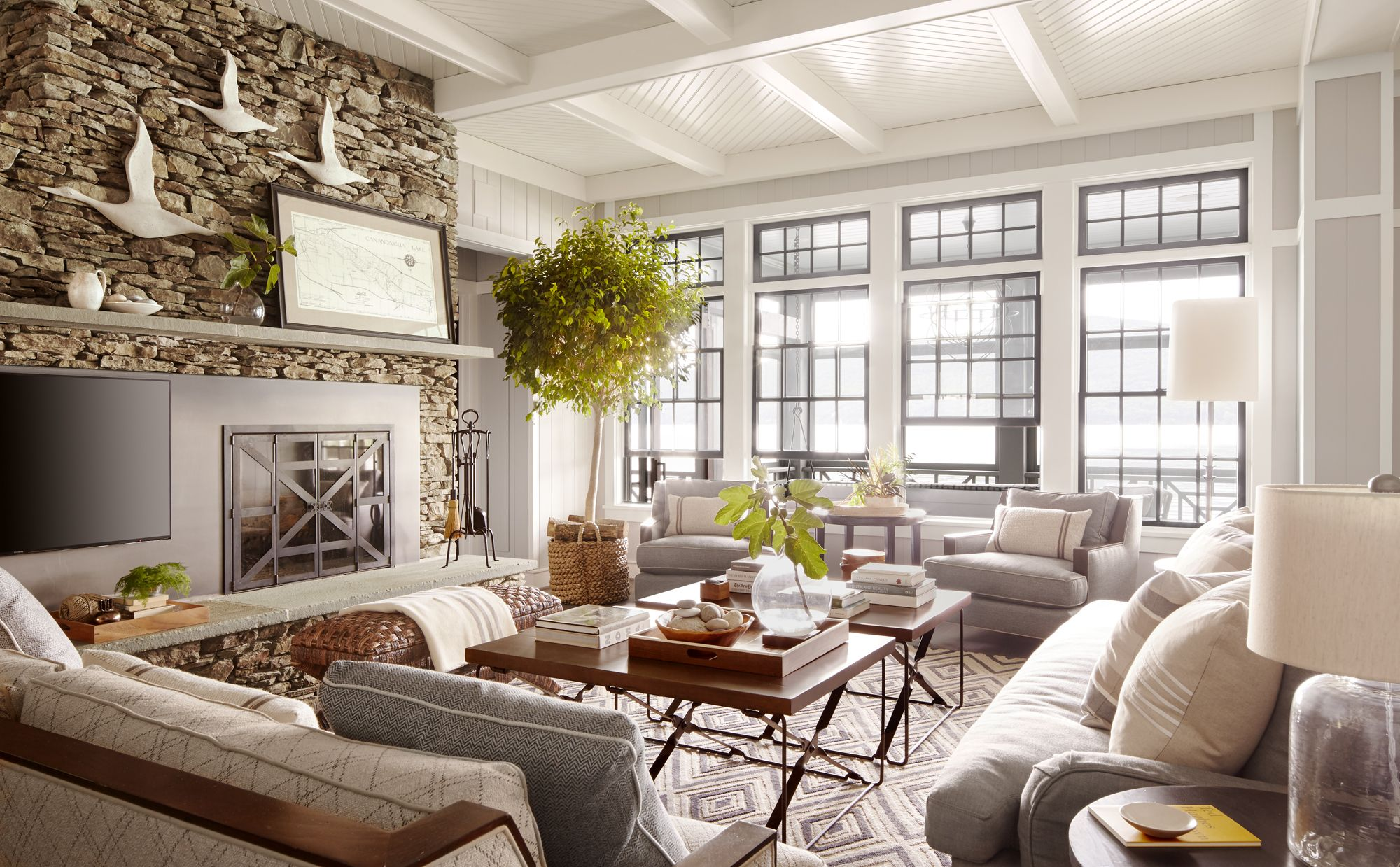 10 Essential Rules For Decorating A Lake House Lake House Furniture Lake House Interior Rustic Lake Houses