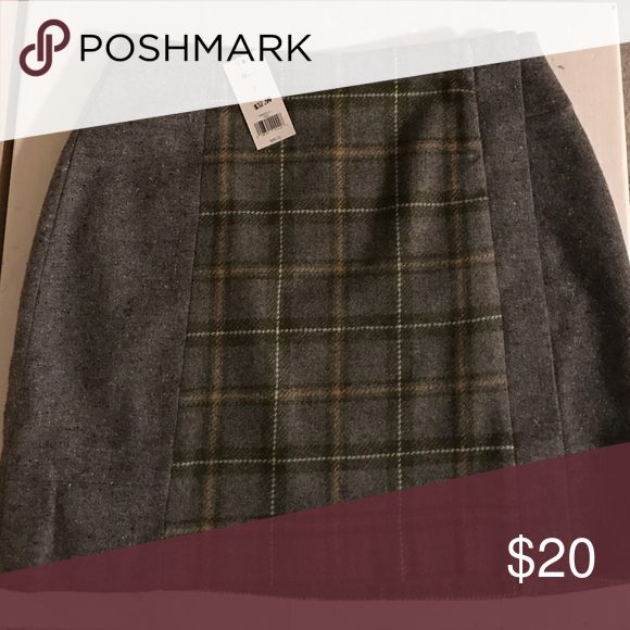 Banana Republic Never worn size 2 skirt Soft wool skirt- NEVER worn! Olive, yellow, white, and grey Banana Republic skirt. Was originally $88.00 but got it for $32.99 Banana Republic Skirts