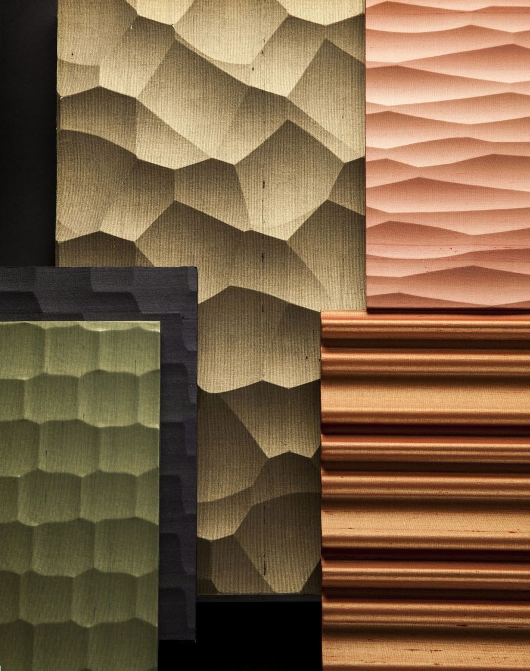 KINUMOTE : silk wallpaper on wavy panel