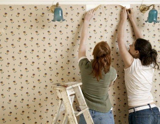 Papel e tecido de parede são boas opções para quem pretende mudar a cara da superfície branca e sem vida (Foto: Shutterstock)