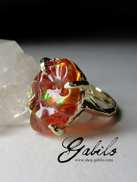 Fancy 14K yellow gold ring with natural mexican fire opal origin