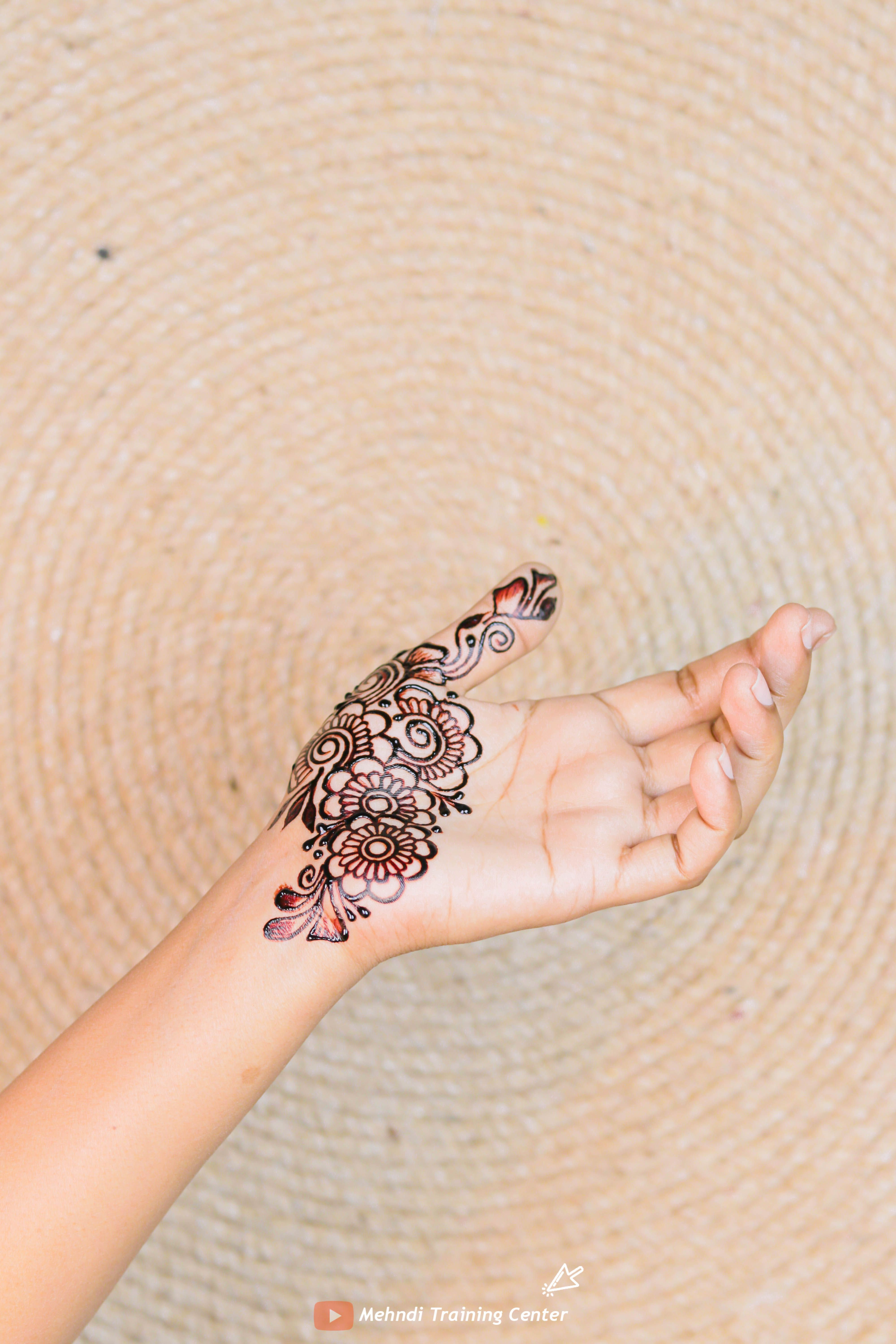 Simple And Easy Front Hand Thumb Mehndi Designs Thumb Mehndi Design For Simple And Easy Front Hand In 2020 Mehndi Designs Hand Tattoos Mehndi