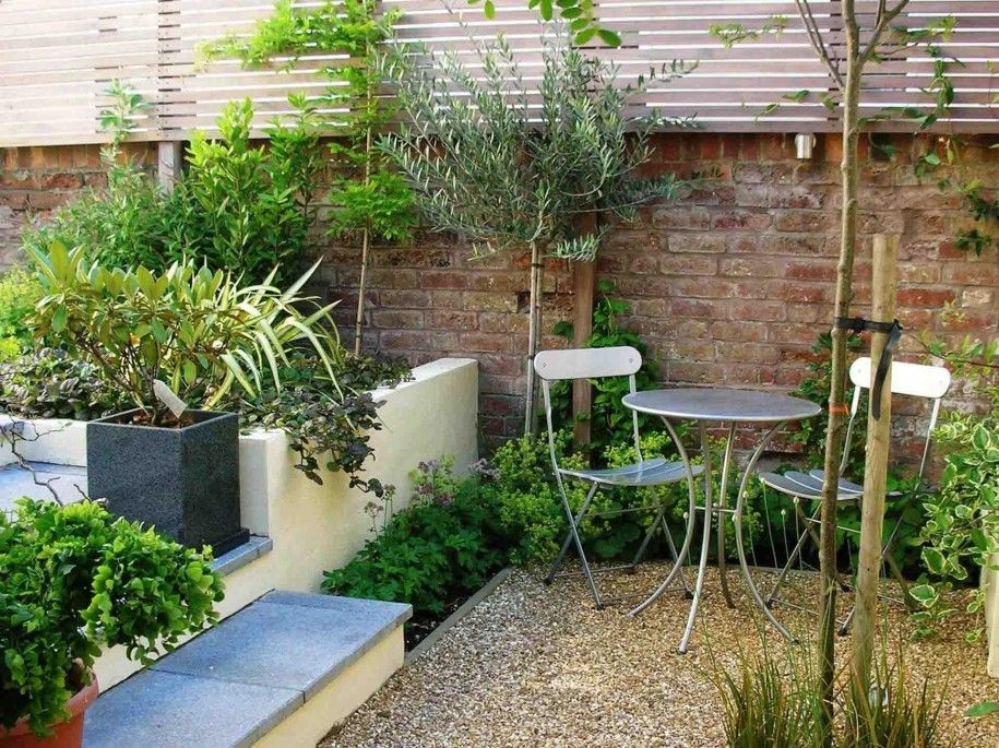 Courtyard Garden Design for Modern Home: Modern Courtyard Gardens Design Tiered Garden Brick Fence ~ faeac.org Terrace